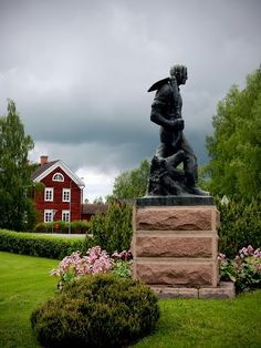 Statue of fields pioneer. Finland, Fields, Garden Sculpture, Statue, Monuments, Museums, Outdoor Decor, History, Museum