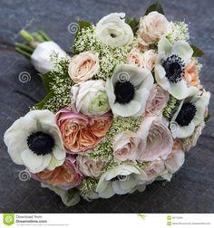 Bukiet Różowy Anemon I Menchii Ranunculus Róż I Białych