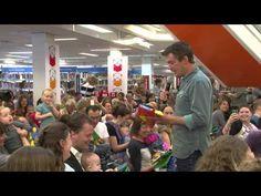 Ruben Nicolaï vestigt voorleesrecord. Hij las maar liefst 327 baby's voor uit het Boekstart Babyboekje van het jaar 2013: Nijntje en de wilde dieren. Reserveer: http://www.theek5.nl/iguana/?sUrl=search#RecordId=2.266593