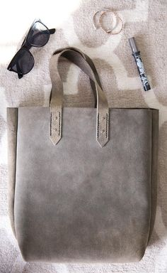 59bbe534e65e Hand made Leather tote by Summond on Etsy !!! Super cute bag. I