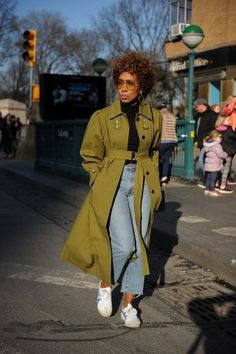 How to wear trench coats Hipster Grunge, Grunge Goth, Black Women Fashion, Look Fashion, Fashion Outfits, Womens Fashion, Black Women Style, Fashion Boots, Emo Outfits