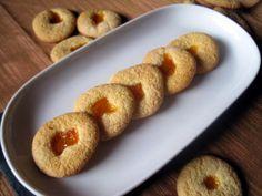 Biscotti di semola di grano duro con marmellata di albicocche - Semolina biscuits with apricot jam