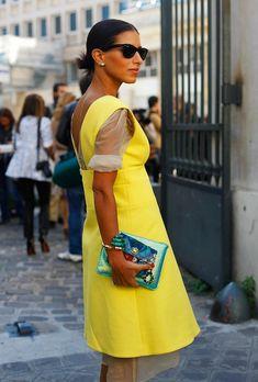 Для ее бутиков D'NA самые известные дизайнеры порой меняют фасоны своих нарядов, чтобы те больше соответствовали законам Шариата.