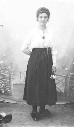 Jeune femme à la fleur, J.B. Boudeau, vers 1913 - Bfm Limoges : http://boudeau.bm-limoges.fr