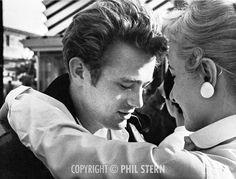 James Dean- Behind blue eyes Hollywood Icons, Classic Hollywood, Vintage Hollywood, Marilyn Monroe, Behind Blue Eyes, James Dean Photos, East Of Eden, Jimmy Dean, Actor James