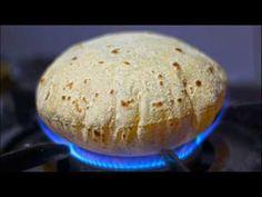 Wheat Flour Recipes : How to make Soft Chapati / Phulka / Roti Chapati Recipes, Puri Recipes, Chilli Recipes, Flatbread Recipes, Flour Recipes, Indian Food Recipes, Cooking Recipes, Tortas Light, Indian Flat Bread