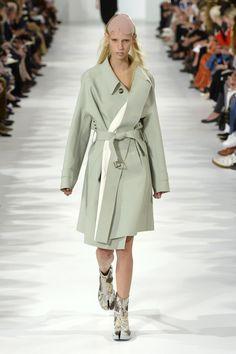John Galliano for Maison Margiela S/S 2017 Défilé collection   / Look 1 Model: Jessie Bloemendaal