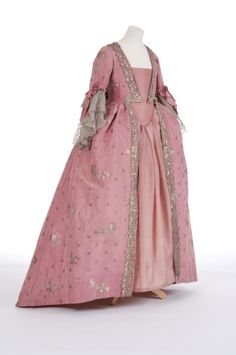 Robe à la française, 1750's From the Fashion Museum, Bath on Twitter
