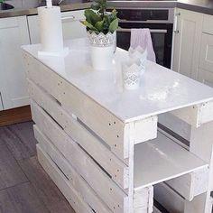 Un îlot de cuisine en palette bois. Tout en blanc !