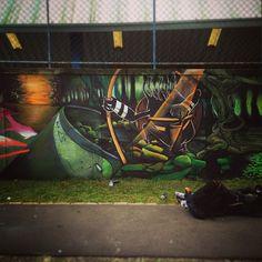 2° Round!!! Tentativa frustada de criar um cenário hahahaha #graffiticuritiba #curitiba #curitibacool #capaoraso   por ASEW aka (netovettorello)