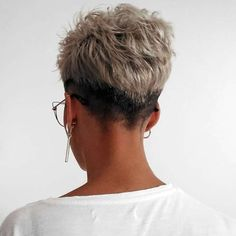 Today we have the most stylish 86 Cute Short Pixie Haircuts. We claim that you have never seen such elegant and eye-catching short hairstyles before. Pixie haircut, of course, offers a lot of options for the hair of the ladies'… Continue Reading → Super Short Hair, Short Grey Hair, Short Hair Cuts For Women, Short Hairstyles For Women, Straight Hairstyles, Short Hair Undercut, Short Pixie Haircuts, Pixie Hairstyles, Fashion Hairstyles