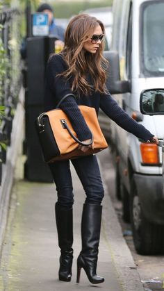 VICTORIA'S BECKHAM STREETSTYLE: all black with bag accent