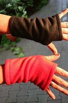 I always think fingerless gloves or cuffs are a good idea for me. And I seem to buy them anytime I see them. Fleece Crafts, Fleece Projects, Fabric Crafts, Sewing Crafts, Sewing Projects, Fleece Hat Pattern, Fleece Patterns, Sewing Patterns, Skirt Patterns
