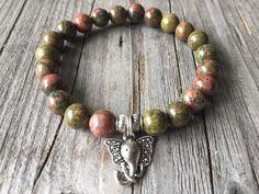 Half edelsteen armband armband met olifant van KennlyDesign op Etsy