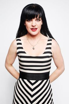 Pauley Perrette Abby from NCIS gorgeous. I love Abby! Ncis Abby Sciuto, Pauley Perrette Ncis, Pauley Perette, Ncis Cast, Model One, Thing 1, Celebs, Celebrities, Black Women Hairstyles