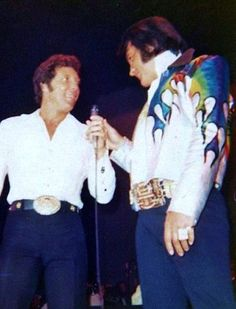 Tom Jones on stage with Elvis Presley ca 1973 #ElvisSerendipity #Elvis #Presley Elvis Presley the King of Rock and Roll