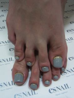 Grey pedi with gold studs. Like the gold studs w/other pastels as well. Pedicure Designs, Pedicure Nail Art, Toe Nail Designs, Manicure And Pedicure, Diy Nails, Pretty Pedicures, Pretty Nails, Nail Polish Art, Toe Nail Art