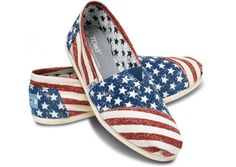 For a change of pace, I present some American Flag inspired flats. Continuing my patriotic features, I present the TOMS Stars and Stripes Women's Vegan Classics. Cheap Toms Shoes, Buy Shoes, Toms Flats, Shoes Men, Women's Shoes, Crazy Shoes, Me Too Shoes, All Star, Uggs