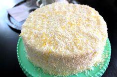 """Nu ska jag dela med mig av receptet på tårtan jag bakade igår. Ämen halleluja säger jag, har smakat på den själv för att vara säker på att den är så god som jag fick höra att den var. Saftig, fräsch, så god smak var ord jag fick till mig. Blev tvungen att smaka själv. En """"hårig"""" tårta som"""