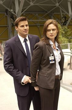 """Bones"" = The best show on TV about an FBI agent and a forensic anthropologist with Asperger's"