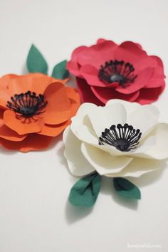 I've been having way too much fun experimenting with my new Silhouette Cameo, making all kinds of paper flowers. So today I am going to share the cutting files and the instructions on how to make one of my favorite ones, a poppy flower =] I actually made this one in red, orange and white, of all the flowers I made ended up being one of the easiest to assemble, and since with the Silhouette you can forget about the x-acto and the endless cutting, the assembly part is all that we have ...