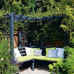 Budget garden ideas – Cheap gardening ideas – Cheap garden designs Garden corner with dual-purpose seating Garden Nook, Garden Cottage, Reading Garden, Casa Patio, Pergola Patio, Pergola Ideas, Pergola Kits, Garden Gazebo, Garden Arbours