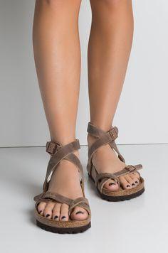 Birkenstock Sandals Black, Birkenstock Mayari, Black Sandals, Birkenstocks, Women's Feet, Toe Rings, Ankle Strap, Beautiful Women, Feminine