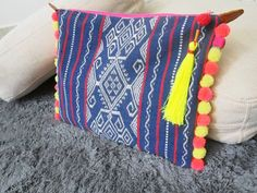 Etsy の Pommy Oversized Clutch Code PU0017 by Sixtofseven