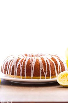 This easy lemon bundt cake recipe is topped with a fresh lemon glaze Homemade Pancakes Fluffy, Homemade Muffins, Meat Recipes, Baking Recipes, Cake Recipes, Dessert Recipes, Easy Lemon Bundt Cake Recipe, Recipe Tin, Soup Kitchen