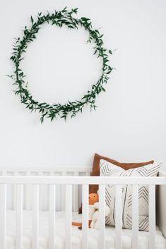We spot a 2017 nursery trend: Greenery in the nursery! >> Minimalist Scandinavian-Inspired Nursery – Project Nursery Source by projectnursery Boho Nursery, Nursery Neutral, Nursery Room, Girl Nursery, Garden Nursery, Rustic Nursery, Bedroom, Baby Room, Minimalist Nursery