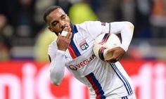 L'attaquant international a officialisé son départ de l'Olympique Lyonnais en fin de saison.