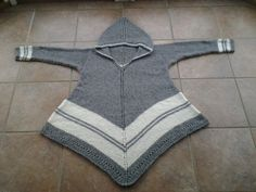 Ravelry: Ponchogenser - S/L pattern by A. Hooded Poncho, Knitted Poncho, Knit Crochet, Knitting Patterns, Fashion Accessories, Sewing, Womens Fashion, Sandra Sandra, How To Wear
