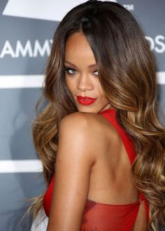 Bring ombre back with sexy and fun ombre hair color ideas. Get ombre inspiration from celebs like Lea Michele, Lauren Conrad, Olivia Wilde, and Rihanna. Rihanna Hairstyles, Celebrity Hairstyles, Weave Hairstyles, Pretty Hairstyles, Black Hairstyles, Bridal Hairstyles, Best Ombre Hair, Ombre Hair Color, Brown Hair Colors