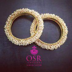 Ideas Indian Bridal Bangles Pearls For 2019 Bridal Bangles, Gold Bangles, Wedding Jewelry, Bangle Bracelets, Thread Bangles, Pakistani Jewelry, Bollywood Jewelry, Indian Jewelry, Gold Jewelry Simple