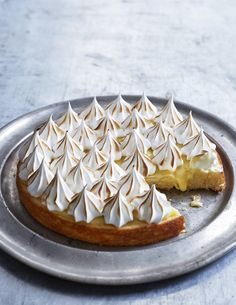 Lemon scrap cake with Italian meringue - from scraps deluxe Double Chocolate Chip Cookies, Brownie Cookies, Bagan, Cake Recipes, Dessert Recipes, Desserts, Single Layer Cakes, Yellow Foods, Food Cakes