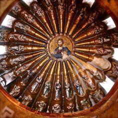 Mosaico de la cúpula sur del esonártex de San Salvador de Chora. En él se muestra al Cristo en majestad rodeado de personajes vestotestamentarios de su genealogía.