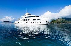 WEB LUXO - NÁUTICA: D'Tharas e Xperiencerio lançam eventos inéditos a bordo de barcos de luxo no Rio de Janeiro nos meses de junho e julho