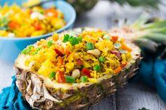 This Thai pineapple fried rice is one of my favorite vegan dinner recipes or one of my favorite vegetarian recipes in general Find more vegan recipes at Rice Recipes Vegan, Rice Recipes For Dinner, Easy Vegan Dinner, Healthy Summer Recipes, Vegan Dishes, Whole Food Recipes, Vegetarian Recipes, Rice Dishes, Vegan Vegetarian