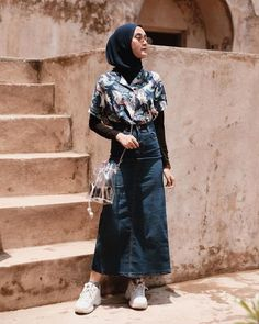 His love is against the sun 🙃 _______ Pencil skirt by Olga Pacho. Hijab Casual, Modest Fashion Hijab, Modern Hijab Fashion, Street Hijab Fashion, Hijab Fashion Inspiration, Hijab Chic, Muslim Fashion, Ootd Hijab, Casual Hijab Styles