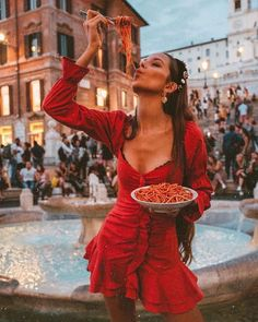 Oh Rome and it's Pasta 😱☺️ I cant wait to go back! Picture Stand, Creative Photos, Instagram Images, Instagram Posts, Photo Poses, Insta Saver, Look, Pin Up, Hipster