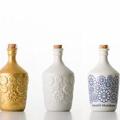 Takashi Murakami creates two limited edition bottle designs for the pure Junmai Daiginjo Sake. Takashi Murakami × is a brewing Sake Bottle, Japanese Sake, Bussiness Card, Takashi Murakami, Wallpaper Magazine, Bottle Packaging, Bottle Design, Wine Design, Packaging