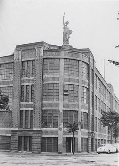 Liberty Shoe Factory Art Deco Buildings, Statue Of Liberty, Leicester England, Streamline Moderne
