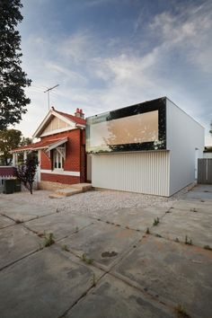 65 sqm house in Perth, Australia. Architects: David Barr and Brett Mitchell.  Photographer: Bo Wong