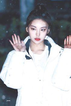 K-Pop Babe Pics – Photos of every single female singer in Korean Pop Music (K-Pop) Kpop Girl Groups, Korean Girl Groups, Kpop Girls, Programa Musical, Fandom, Most Popular Memes, Female Singers, Single Women, Pop Music