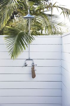 my scandinavian home: How About Lolling About At The Chalet, Byron Bay? 28 Outdoor Shower Ideas with Maximum Summer Vibes House Exterior, Beach Bungalows, Cottage Style, Beach Cottage Style, Beach Cottage Decor, Outdoor Shower, Pool House, Byron Beach, Exterior