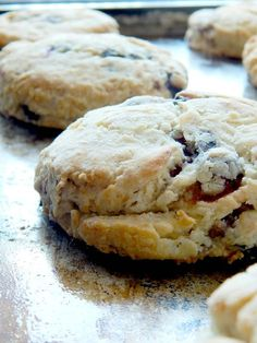 Ally's Sweet and Savory Eats: Blueberry Sour Cream Scones Scone Recipe With Sour Cream, Sour Cream Scones, Lemon Scones, Sour Cream Coffee Cake, Recipes With Sour Cream, Blueberry Scones Recipe, Blueberry Recipes, Just Desserts, Dessert Recipes