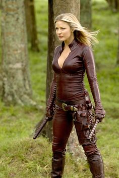 female armor: leather suit from Legend of the Seeker (S1+2 2008-2010) for Cara's Mord'Sith (aussie actress Tabrett Bethell)