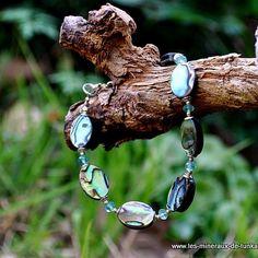 Voici 2 nouvelles créations de bracelet : -un , en nacre abalone -le second en nacre abalone et apatite bleue Ces 2 bracelets sont réalisés avec des apprêts en argent 925. Vous trouverez sous chaque photo la fonction énergétique qui lui est propre.Fonction...