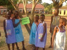 Ela tem 99 anos e costura um vestido por dia pra doar para meninas da África - Awebic