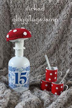With patterns. Xmas, Christmas Ornaments, Crochet Flowers, Crafty, Holiday Decor, Mushrooms, Pumpkins, Knits, Amigurumi